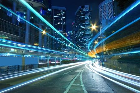 light speed: Tr�fico en el centro de una ciudad, la perla del oriente, Hong Kong.