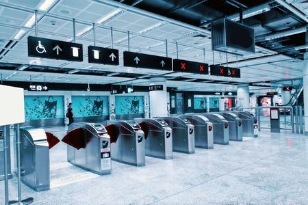 station m�tro: Entr�e de la station de m�tro �ditoriale