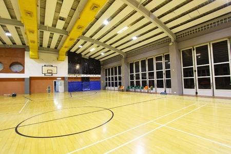 Une vue en perspective d'un terrain de basket