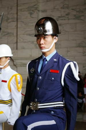 TAIWAN - MAY 29, Changing guard in Chiang Kai-shek Memorial Hall, Taiwan on 29 May, 2009. Stock Photo - 12935774