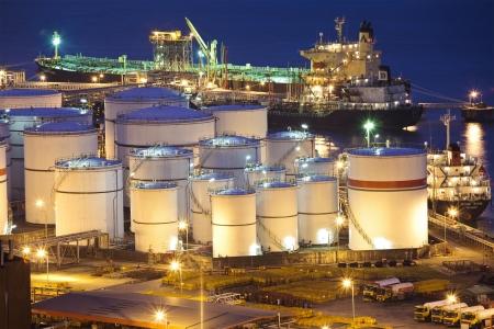 Oil tanks scene at night Imagens