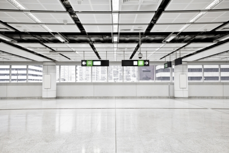 Wide angle view of modern metro station Imagens - 16814242