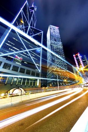 Besetzt Verkehr in der Landstraße in der Nacht in Hong Kong