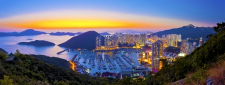 Sunset at typhoon shelter in mountain in Hong Kong Imagens