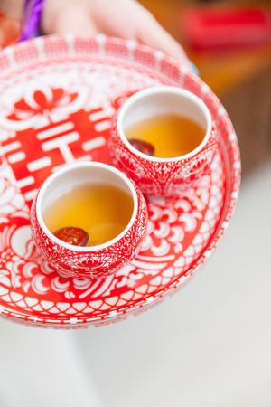 Chinesische Teezeremonie Tassen in Hochzeitstag Standard-Bild - 38018556