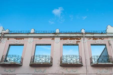 Old building under reconstruction, room for demolition. Imagens