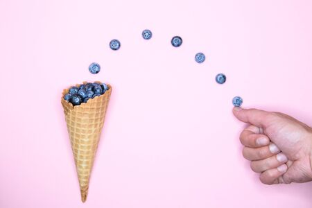 blueberry ice cream. Studio shot. berry levitation. place for an inscription. view from above Banque d'images - 131712945