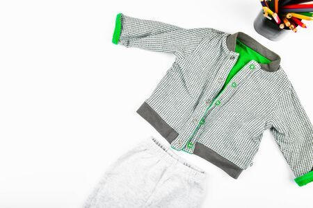 Baby clothes on a white background. flat lay. checkered jacket. place for writing. Childrens fashion Foto de archivo - 134876339
