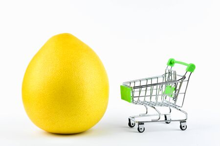 Purchase pomelo trading concept. Shop online. Basket and pomelo on a white background. healthy eating concept business concept. 스톡 콘텐츠