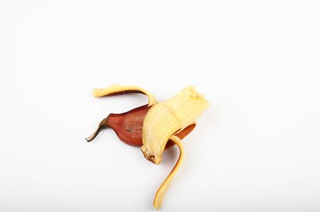 Brown banana on a white background. Red bananas are shorter, The variety of banana Archivio Fotografico - 139917428