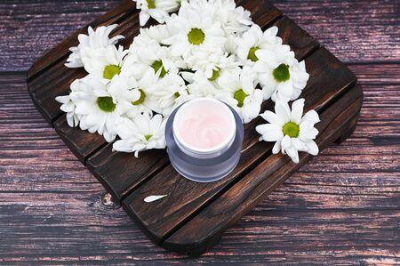 Natural creams for healthy skin. Natural cosmetic. The concept of natural medicine. Eco medicine. flat lay. Archivio Fotografico - 140116003