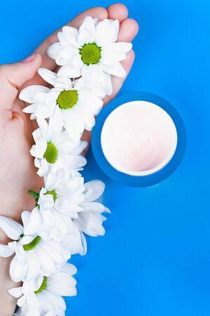 Natural creams for healthy skin. Natural cosmetic. The concept of natural medicine. Eco medicine. flat lay. Archivio Fotografico - 140116125