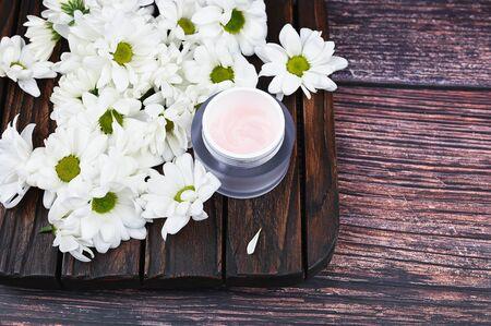 Natural creams for healthy skin. Natural cosmetic. The concept of natural medicine. Eco medicine. flat lay. Archivio Fotografico - 140116002