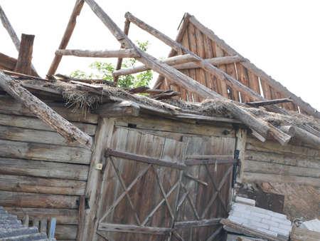 The ruined old barn. Abandoned farm. Reklamní fotografie - 151237617