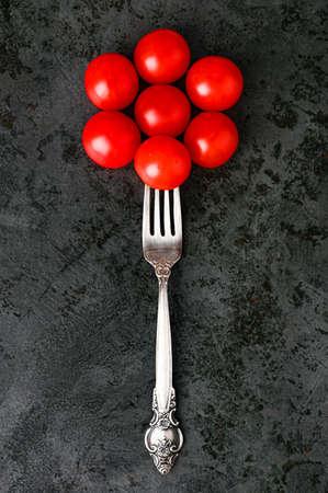 arrangement of tomatoes on a flat surface Reklamní fotografie - 153076377