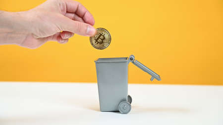 Bitcoin is thrown into the trash can