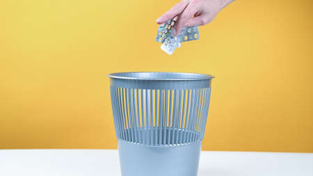 Throw the pills in the trash bin
