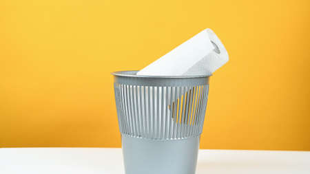 Throw paper towels in the trash can. 版權商用圖片
