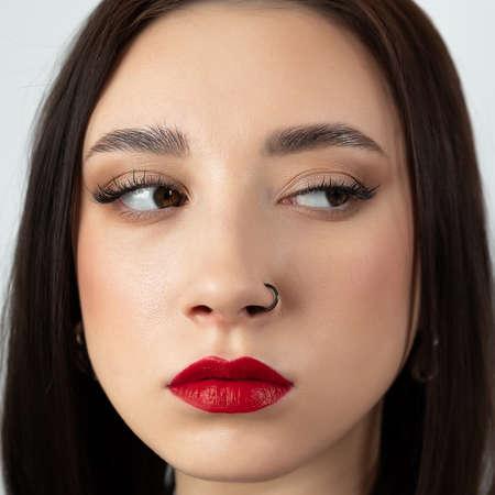 Portrait of a young brunette looking sideways. Reklamní fotografie