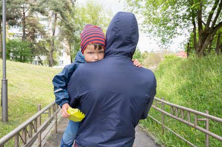 A man kidnaps a child