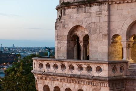 halaszbastya: Balcone di Bastione dei Pescatori con il telescopio