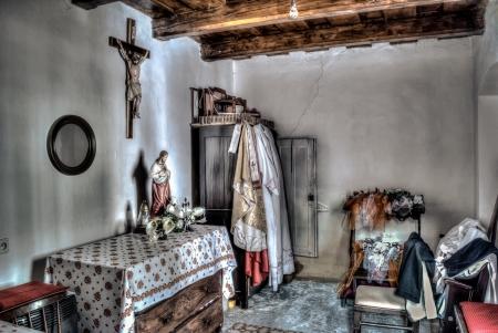 priest room hdr photo