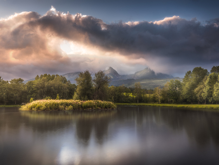 Strba Lake under the  Peaks of High Tatras Mountains Lit by Golden Light at Sunset Banco de Imagens