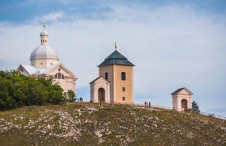 Svaty Kopecek, Holly Hill with White Chapel (St. Sebastian Chapel) in Mikulov, Czech Republic Banque d'images