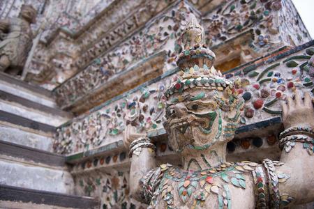 wat arun: Statue 3 of Wat Arun