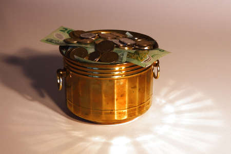covet: Money in pot of gold
