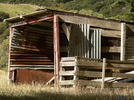 Old barn in rural scene Standard-Bild