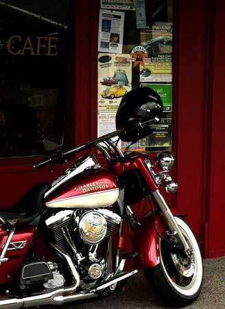 Motorcycle parked outside cafe Standard-Bild