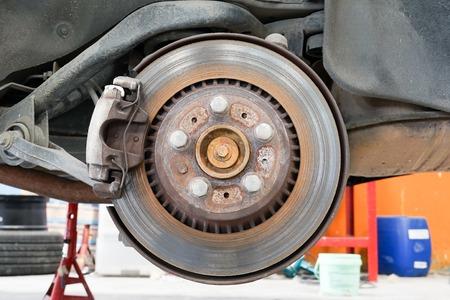 brake caliper: Rear disk and caliper brake.
