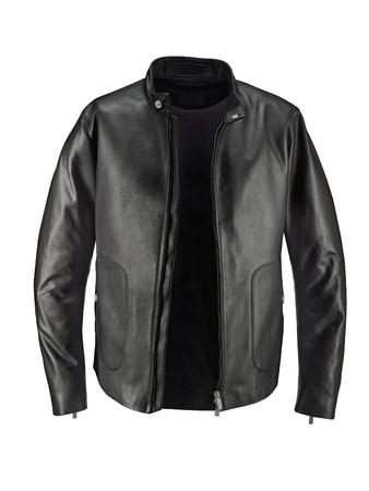 bata blanca: Chaqueta de cuero negro de lujo con camiseta bajo aislado sobre fondo blanco
