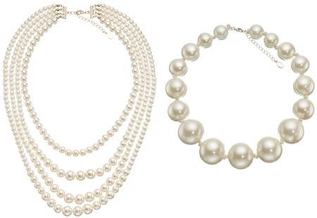 pearls background: Pearls Circle & Necklace isolated on white background. Stock Photo