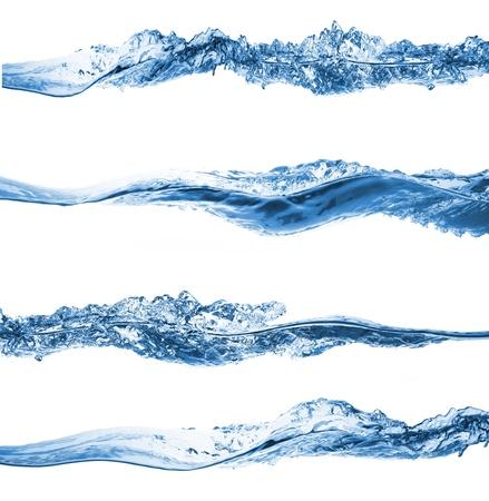 flujo: Conjunto de agua salpicando aislado sobre fondo blanco