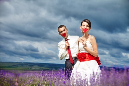 lavanda: Happy young couple in a lavender field. Wedding day. A series of photos in my portfolio