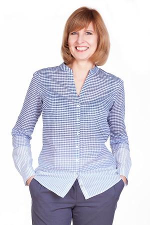 Studio Portrait einer wunderschönen reife Frau lächelt in die Kamera. Isoliert auf weißem Hintergrund. Standard-Bild - 25446680