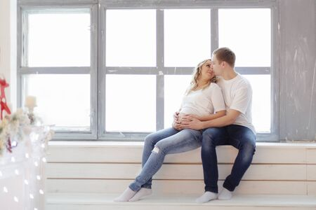 Handsome man kissing his beautiful pregnant wife Reklamní fotografie