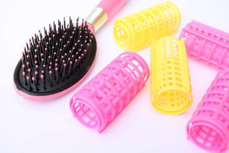 hair rollers: Rodillos del pelo peine y cepillo Foto de archivo