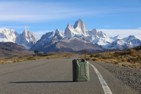 Canister on the road against the backdrop of mountains Stockfoto