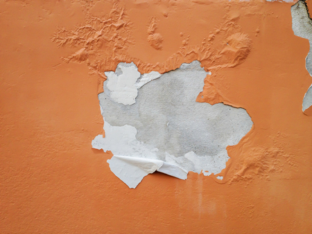 inferior: Deteriorated exterior paint of house wall Stock Photo