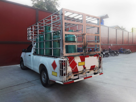 propane gas: liquid propane gas tank on car