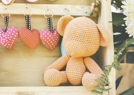 Lovely crocheting or kniting, orange bear nad mini heart key for romantic valentine background Standard-Bild - 126100262