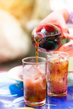 Pure black soda to glass on table in summer day light Standard-Bild - 126100412
