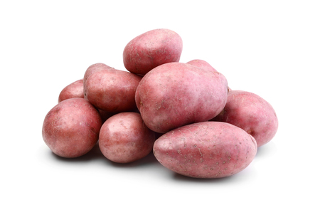 Pile of red potatoes isolated on white background Imagens
