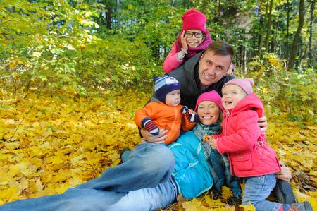 Happy smiling family relaxing in autumn park Zdjęcie Seryjne