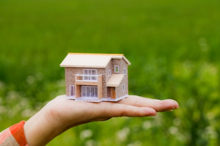house in hand: model house Stock Photo