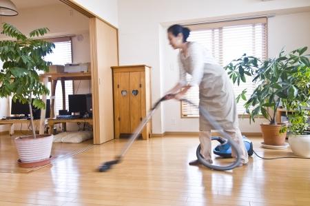 mujer limpiando: limpieza Foto de archivo