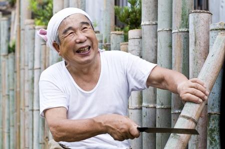 エネルギッシュな東洋の健康な老人
